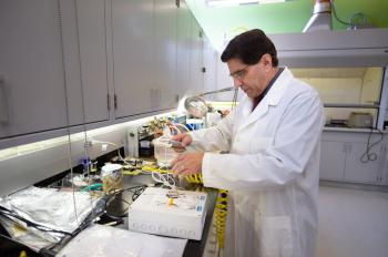 Photo of Philip Troyk in his lab