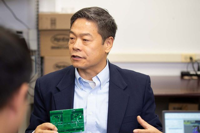 A photo of Grainger Professor of Electrical and Computer Engineering John Shen in the lab