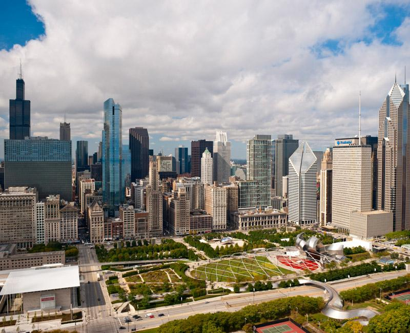 Photo of Chicago's iconic Grant Park and skyline
