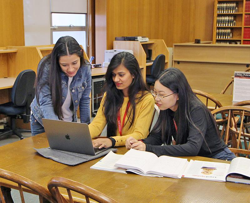 Students inside the IFSH library